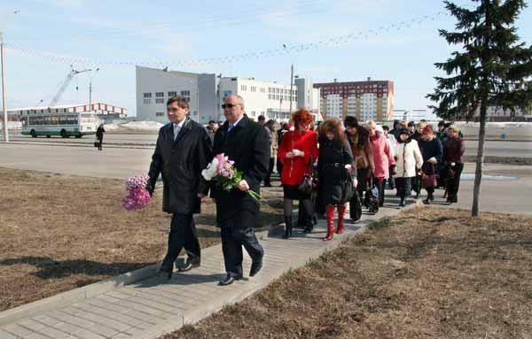 Возложение цветов к памятнику Сергею Дюсуше