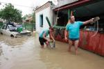 Посылки с гуманитарной помощью и денежные переводы пострадавшим на Кубани можно направлять по почте бесплатно.