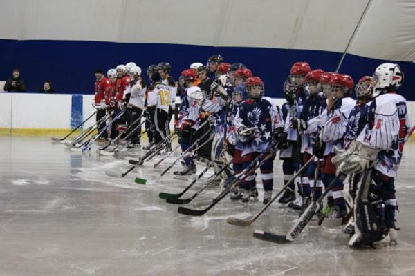 В Усинске после реконструкции торжественно открыт хоккейный корт