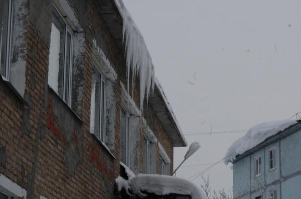 Берегись сосулек и… снега