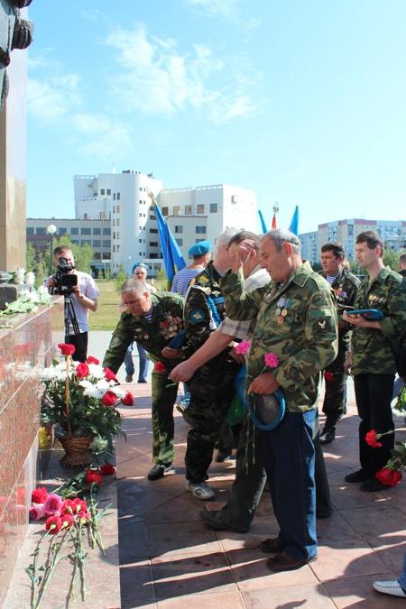 В минувшую пятницу в Усинске десантников поздравили с Днём ВДВ