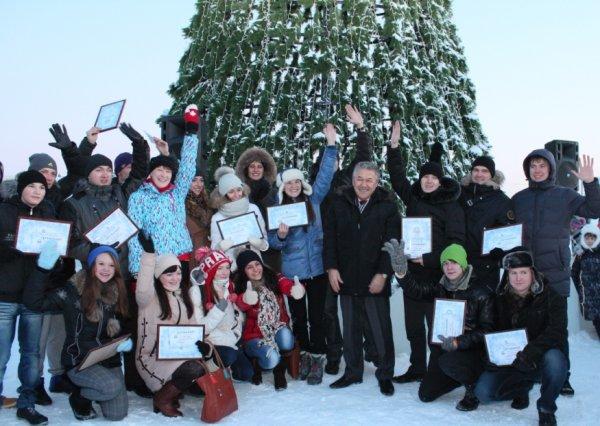 На главной площади Усинска засияла Новогодняя Ёлка