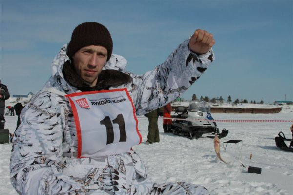 В «ЛУКОЙЛ-Коми» провели очередной чемпионат по подледному лову «Рыбак рыбака…»