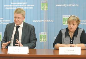 Ю. Бабак и И. Орлова дают пресс-конференцию
