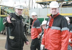 Осмотр установки по переработке нефтешлама на Усинском месторождении